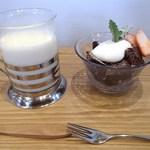 まめcafe - ケーキセット(豆乳ラテ&日替わりケーキ)