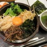 韓国旬菜ハル - 石焼ビビンパ1100円。小さめの石鍋がジュウジュウ♪おこげもできます。