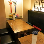 韓国旬菜ハル - カウンターとテーブルがありどちらも落ち着けます。雰囲気のいいお店♪