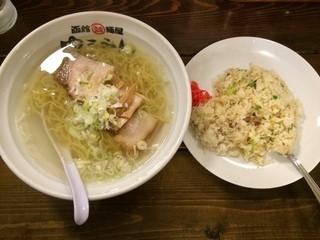 函館麺屋 ゆうみん - 塩ラーメン+半チャーハンセット(上方から)