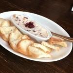 カタギリ - 干しいちじくとクランベリーのクリームチーズディップ