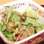 Nurukansatou - 海老と穴子 天丼 900円 のサラダ