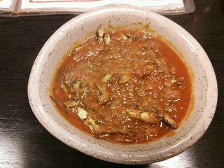 ネパール家庭料理 ホワイトヒマラヤ - マチャゴルべラ(小魚とトマトの炒め煮)
