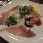 ヴィサージュ - 前菜は1200円のハーフサイズで600円。どれも良いお味。