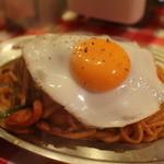スパゲッティーのパンチョ - ナポリタン目玉焼き
