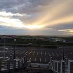 とんがりかん - 駐車場から見える海