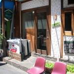 ヤドカリ食堂 - カフェのような外観