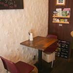 ヤドカリ食堂 - テーブル席