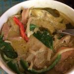 タイ料理 パヤオ - かなり具沢山、結構オイリーなテイスト