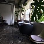 cafe Room - 窓際もいいですね!