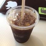 マクドナルド - 暑いのでアイス珈琲。 このお店wifiの状態がいまいち。(^_^
