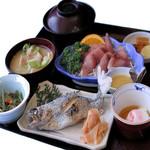 なりざわ - 料理写真:鯉と虹ますの定食 1,190円