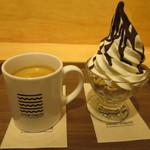 ソリッド・アンド・リキッド - 北海道 純生ソフトクリーム with グラノーラ 〜3種のソース〜 、コーヒー
