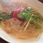 キッチングリーン - 料理写真:鶏肉とトマトのヌードル ハーフ
