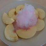 フルーツパーラー附木屋 - 山梨産桃とカキ氷で、桃のフラッペ