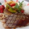 カフェ ドゥ シュクレ - 料理写真:8月のフェアランチ。テラスのバーベキューグリルで焼いた千屋牛ステーキ!お得です。