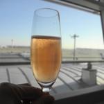 サクララウンジ - 機内のシャンパンはぬるいことがおおいけど、ラウンジのは冷えてるんですよ