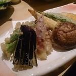 29787268 - 季節の野菜の天ぷら