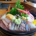 船頭料理 天心丸 - ◆ 海鮮丼 ¥1500 …インパクトだけが 先走り …2014年7月11日訪問
