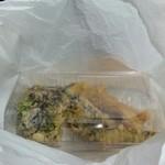 船頭料理 天心丸 - 食べきれなかった天ぷらを 持ち帰ったもの。パック代¥50 ナリ …2014年7月11日訪問