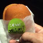 kashidokorokikuya - 袋から取り出すと生地の甘く香ばしい香りがします。