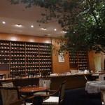 ホシヤマ珈琲店 - 圧巻のカップ棚