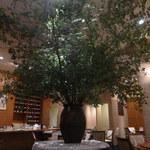 ホシヤマ珈琲店 - 「生け花」ではなく「生け木」