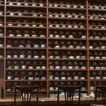 ホシヤマ珈琲店 - 整然と並んだカップ達