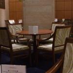 ホシヤマ珈琲店 - 上品な椅子