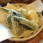 29791117 - 素朴な野菜天ぷら(600円)