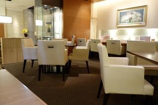 函館うに むらかみ 日本生命札幌ビル店 - 喫煙席はオシャレな空間です