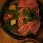 笑っしょい - 料理写真:馬刺し750円