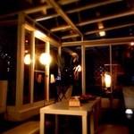 10th story - 雨でも楽しめる前面窓カラス。星空の下で特別な時間を。好きな音楽好きな映像も流せてゆったりできます。