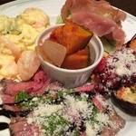 イタリア酒場料理 チーナ邸 - 前菜盛り合わせ 全部美味しい〜♫