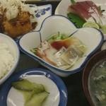 29797639 - いつもの定食 1000円 1品はその人を見て決めて出してくれる。私は鱧の天ぷら!大好き!
