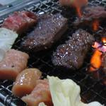 焼肉の大寅 - たまらずお肉をいっぱいのせてしまいました。