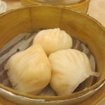 紅磡  - 先ずは点心のエビ蒸し餃子、プリプリでアツアツの蒸し餃子です。
