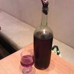 タパスブランコ - がぶ飲みワイン100円/50ml  飲んだ分だけ計量して払います