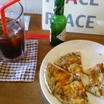 ピース ピース ピース - アイスコーヒーとゴマピザ!