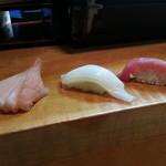 寿司割烹 西村 - にぎりの図。自家製ガリ