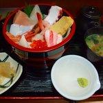 まり 本店 - 1500円の海鮮丼香林坊