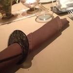 ペッシェ・ロッソ - テーブルにセットされたナプキン