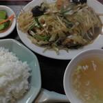 萬来軒 - ホルモン定食(真上)