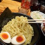 でびっと - つけ麺(あつもり)の麺と味玉