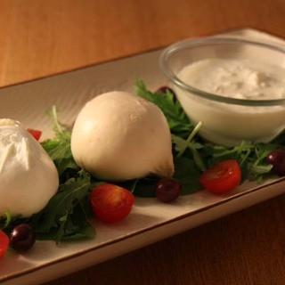 イタリアから週3回冷蔵空輸した手作り水牛モッツァレラチーズ