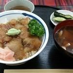 食堂どん - 「新鰺ヶ沢名物 ヒラメのヅケ丼」(1,300円)