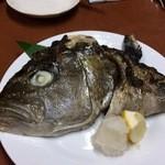 29818911 - 地魚のカマ塩焼き(この日はカンパチ)