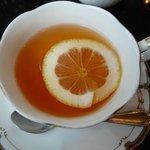 バーンズ・キッチン - 本日のランチ \1,500の紅茶(レモン)