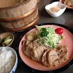 酒膳 虎屋 - エゴマ豚の生姜焼き定食