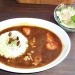 カフェ ら・ら・ら - チキンと人参の甘口カレー 小サラダ付き
